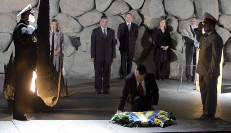 Віктор Ющенко вшановує жертв Голокосту